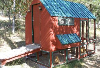 Pine Meadows' Hobby Farms Easy-Clean Chicken Coop